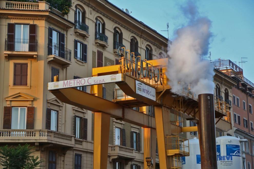 Metro C, una 'ciminiera' nel cantiere a San Giovanni