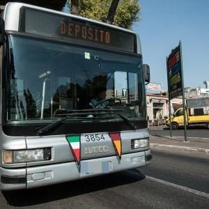 """Atac-Comune, accordo sugli autisti. Marino: """"Ora basta disagi"""", ma sul metrò ancora ritardi"""
