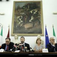 """Roma, Boldrini e Delrio: """"Un'altra chance a Marino, deve riprovarci"""""""
