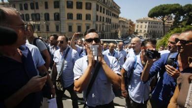 """Campidoglio, protesta lavoratori Atac   Foto        Sospeso autista del   video-denuncia  Esposito: """"L'azienda ci ripensi"""" -    Video"""