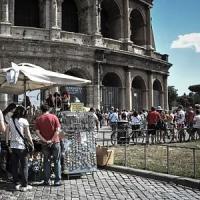 Il Colosseo come una toilette, denunciato un turista francese