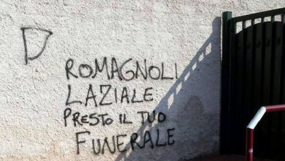 Romagnoli scritte offensive sui muri della casa dei genitori ad anzio 1 di 1 roma - Scritte muri casa ...