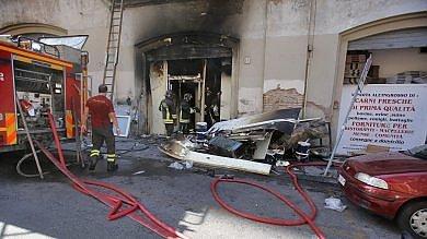 Trastevere, incendio in un centro carni evacuato un palazzo in via Ponziano