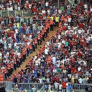 Roma-Juve, la protesta dei tifosi contro le barriere nelle Curve