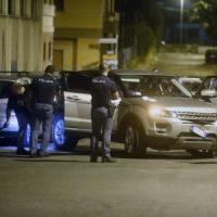 Agguato alla Romanina, zio spara al nipote per un debito: due arresti