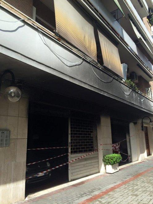 Magliana garage in fiamme palazzo evacuato 1 di 1 for Bloccare i piani di costruzione del garage