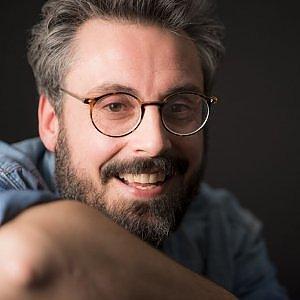 Dario Brunori show, canzoni e monologhi