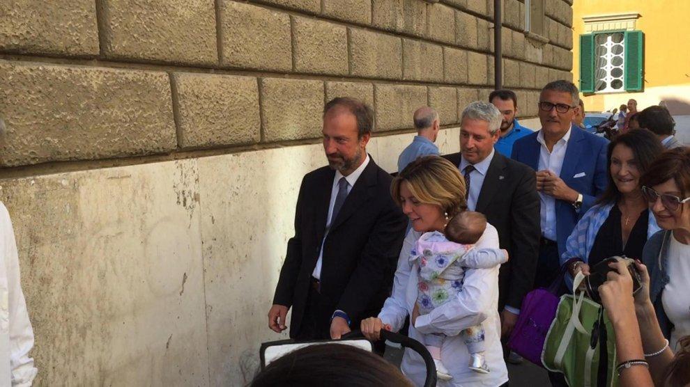 """Il ministro Lorenzin vaccina i suoi gemelli: """"Non bisogna avere paura"""""""