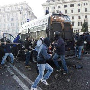 Scontri Roma del 15 ottobre 2011: chieste condanne per 115 anni per 17 imputati