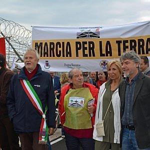 """""""No al raddoppio dell'aeroporto"""", a Fiumicino la 'marcia per la Terra'"""