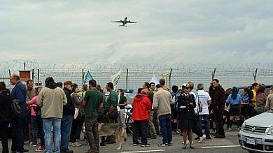 """""""No al raddoppio dell'aeroporto"""" a Fiumicino la 'marcia per la Terra'   Foto"""