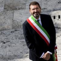 """Roma, Marino si dimette. Ma lancia la sfida: """"Ho 20 giorni per ripensarci"""""""