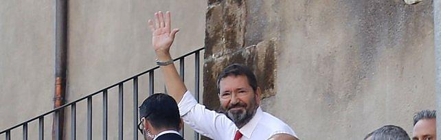 Campidoglio, Marino firma le dimissioni da sindaco           Rep tv  Lascia il Comune, poi l'annuncio ufficiale