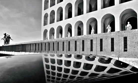 Nel Colosseo quadrato splende l'arte del '900