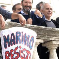 Roma, i sostenitori di Marino in piazza: