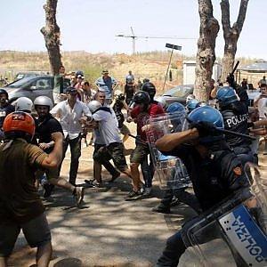 Migranti, scontri Roma: arrestati attivisti di Casapound