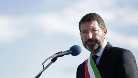 Roma, è finita l'era Marino: 26 consiglieri consegnano le dimissioni, decade la giunta