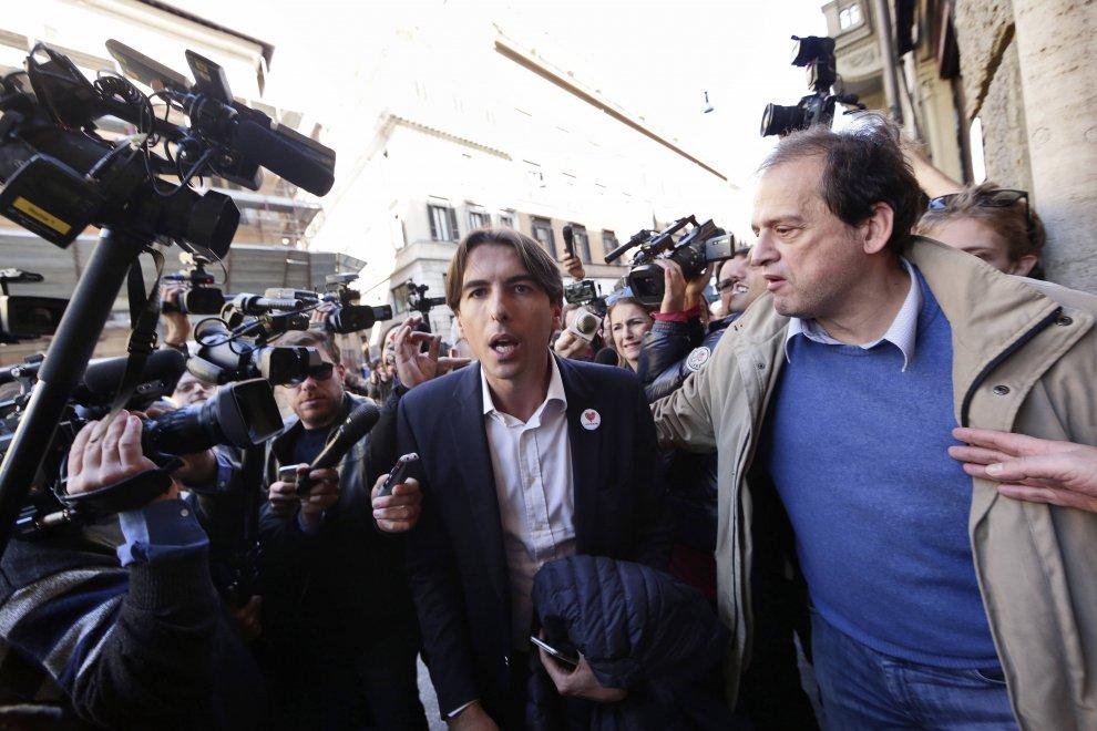 Roma, 26 consiglieri firmano le dimissioni: ecco chi ha 'scaricato' Marino