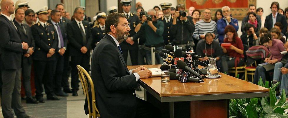 """Roma, Marino decade: """"Pd mi ha deluso, chi mi ha accoltellato ha un unico mandante"""""""