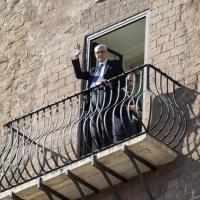 Tronca si insedia in Campidoglio e saluta dal balcone con vista sui Fori: è il nuovo commissario di Roma