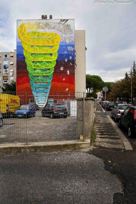A Casal dè Pazzi il murale di Blu