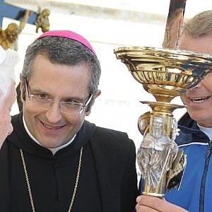 Rubava soldi della carità, sequestrati beni per 500mila euro all'ex abate di Montecassino