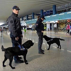 """Sicurezza Roma, Fiumicino sorvegliato speciale. Alfano: """"Per il Giubileo rischio attacco droni: chiuso spazio aereo"""""""
