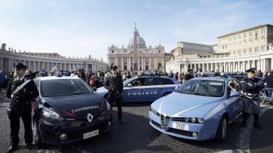 Terrorismo, allarme Fbi su San Pietro potenziati tutti i controlli di sicurezza