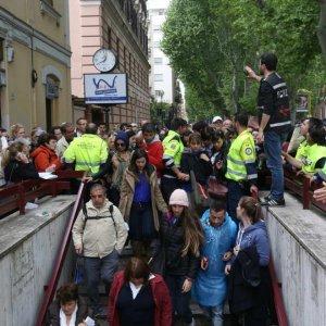 Metro, falsi allarmi bomba a Roma. Nel pomeriggio chiuse e riattivate le linee A e C