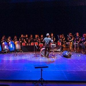 """Il ritmo dei Letizia Drums all'istituto """"Nelson Mandela"""", la musica diventa strumento di riscatto"""