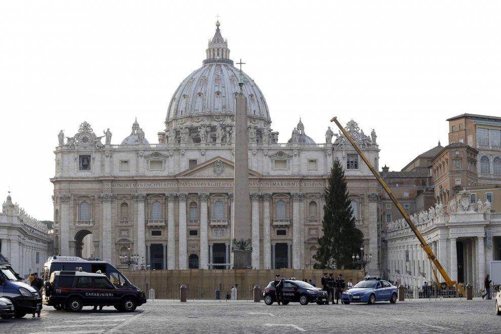 Vaticano, in piazza San Pietro l'albero di Natale dalla Baviera