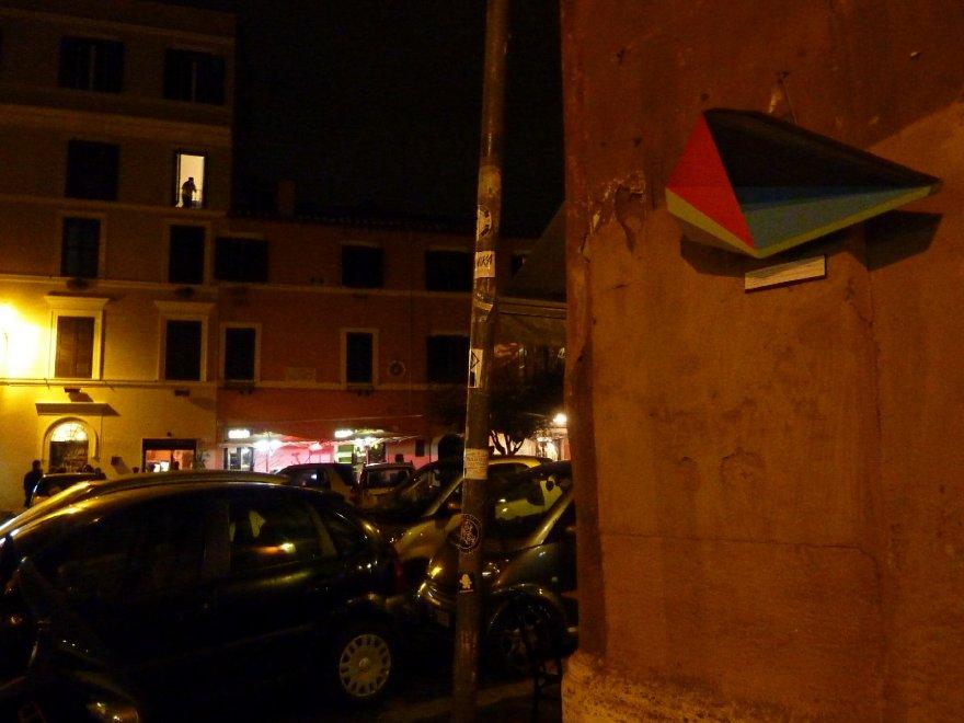 "Trastevere deserta e blindata, 4 artisti improvvisano un blitz di opere da ""rubare"""