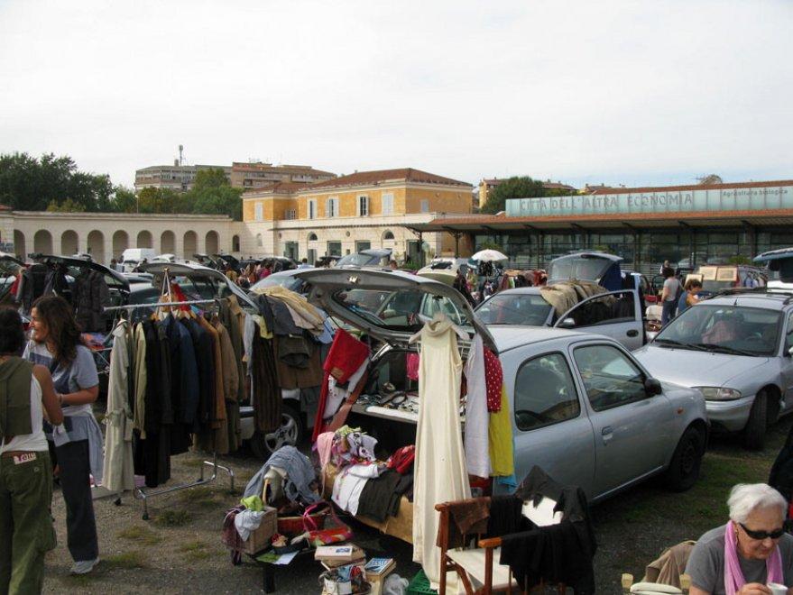 Car boot sale a testaccio il mercatino dell usato dal for Il mercatino roma