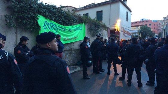 """Blitz nel centro di accoglienza """"Baobab"""" a Roma: migranti perquisiti e identificati"""