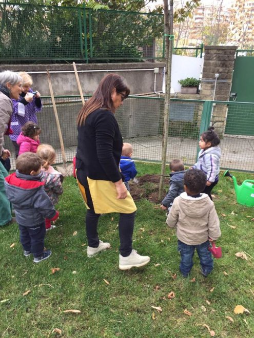 Roma, giovani studenti a lezione di giardinaggio
