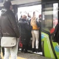 Roma, caos metro B: treno guasto e forti ritardi. Bus in periferia, ancora