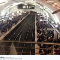 Roma, metro B nel caos: sui social rimbalzano le foto dei passeggeri accalcati sulle banchine