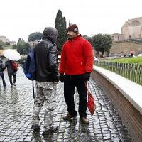 Roma, Tronca vieta i centurioni al Colosseo. Loro protestano in abiti civili: