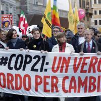 In 15 mila per il clima: il via alla marcia da Campo de' Fiori ai Fori Imperiali