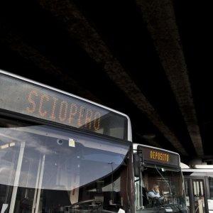 Trasporti, venerdì scioperano Atac e Roma Tpl. Ancora fermi i bus in periferia per la protesta degli autisti