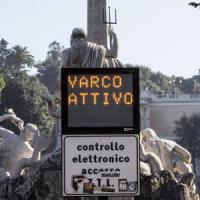 Roma, Finanza nell'ufficio contravvenzioni del Comune. Tolte multe per accesso