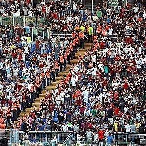 Roma continua la protesta della curva sud resteremo a - La casa continua bologna ...