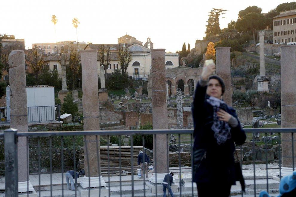 Foro della pace a Roma, tornano su gli antichi reperti: ecco le colonne 'pop'