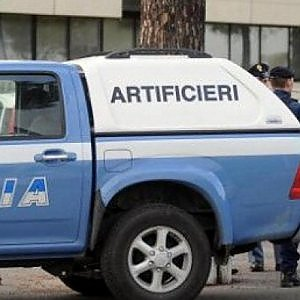 Roma falso allarme bomba nella chiesa di piazza - Allarme bomba porta di roma ...
