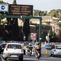 Smog Roma, aria ancora velenosa. Una due giorni di targhe alterne e sui mezzi pubblici biglietto unico da 1,50 euro