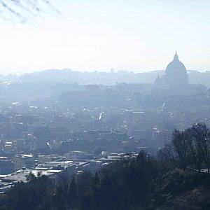 Smog Roma, l'aria non migliora: 10 centraline su 13 fuorilegge nel secondo giorno di targhe alterne