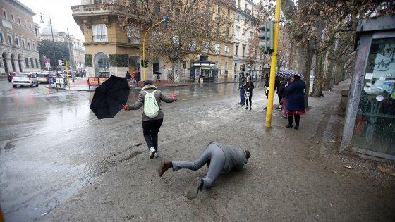"Roma, Aduc: ""Da emergenza guano anche rischio tbc"". Assotutela: ""città invasa dai topi"""