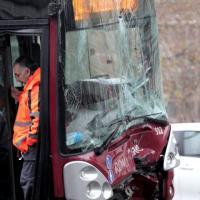Roma, bus sbanda sulla Colombo: sette feriti lievi