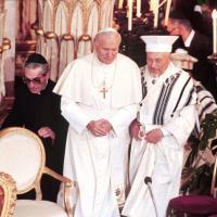 Giovanni Paolo, Benedetto, Francesco: tre papi in visita alla Sinagoga in trent'anni