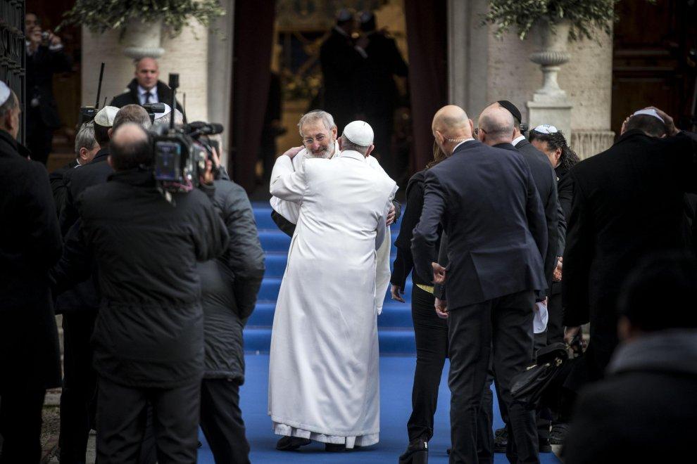 La prima volta di Papa Bergoglio nella Sinagoga di Roma